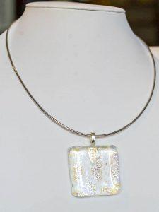 chatou-verre-vitrail-collier-b27
